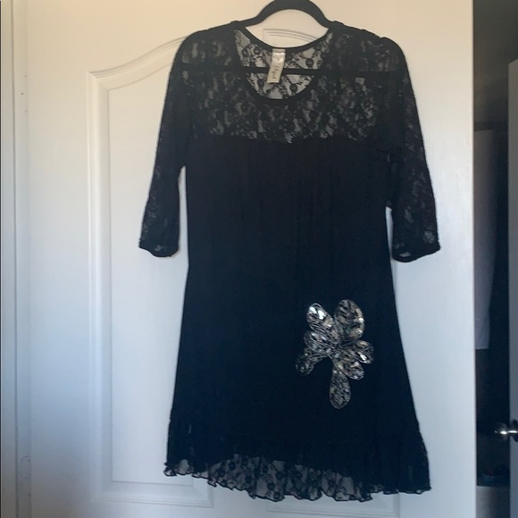lilipad Dresses & Skirts - Super cute dress with lace and sparkly flower